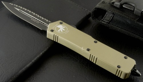 Microtech Scarab Executive D/E Tan Handle (Full Top Serration) - Front