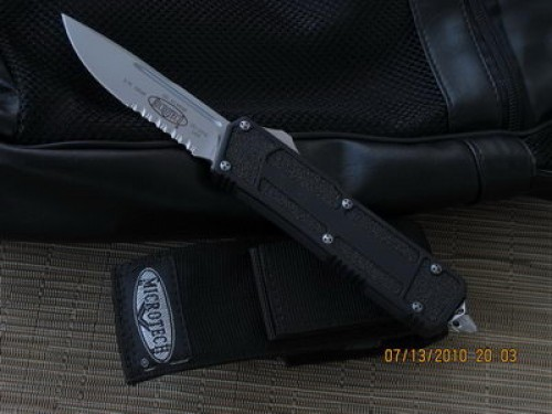 Microtech Scarab - S/E - Bead Blast - Serrated - Front