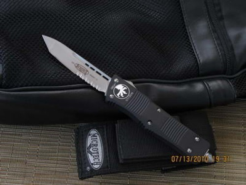 Microtech Troodon - Tanto - Bead Blast - Serrated - Front