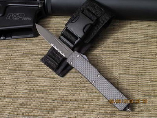 Microtech Ultratech - Carbon Fiber Top - S/E - Serrated - Front